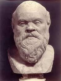 Sócrates de Atenas  (470-399 a. C ) fue un filósofo clásico ateniense considerado como uno de los más grandes, tanto de la filosofía occidental como de la universal. Fue maestro de Platón, quien tuvo a Aristóteles como discípulo, siendo estos tres los representantes fundamentales de la filosofía de la Antigua Grecia.Es importante enfatizar que Sócrates practicaba el discurso oral y que no dejó ningún escrito. Murió envenenado por cicuta que se empleaba por los griegos para la pena de muerte.