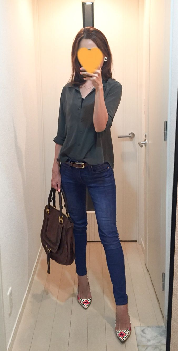 Silk shirt: Uniqlo, Skinny: GAP, Bag: Chloe, Floral pumps: J.Crew