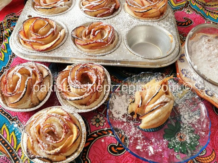 Pyszne jablkowe rozyczki z ciasta francuskiego :) Polecam Dokładny przepis znajdziesz tutaj http://www.pakistanskieprzepisy.com/2015/04/29/jablkowe-rozyczki-z-ciasta-francuskiego/