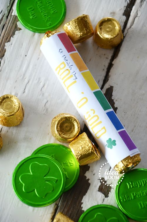 """St. Patrick's Day """"Roll 'O Gold"""" free printable (through the Idea Room's facebook page) for a roll of Rolo Candy"""