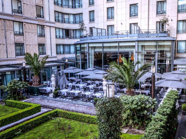 The terrace of the Safran Restaurant - Hotel du Collectionneur