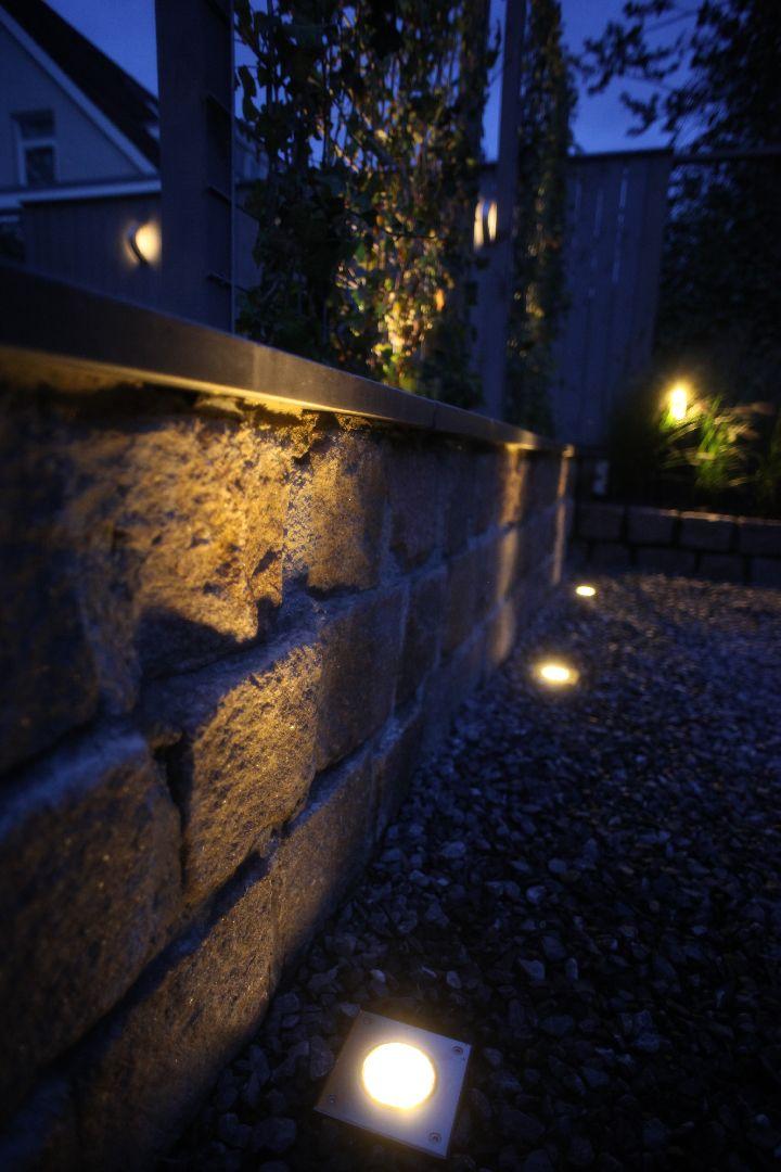 Tuinverlichting | grondspot | FLUX | stenen muur | tuin | grind
