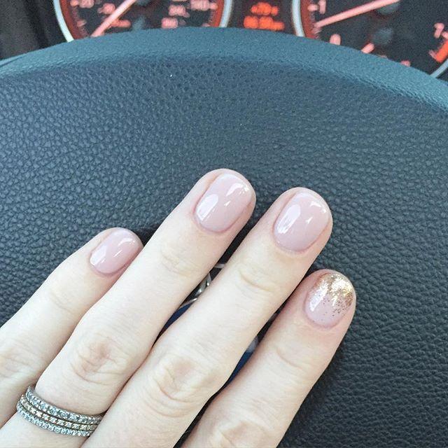 Nude and pink glitter manicure, #fallmanicure, fall manicures, nude manicure ideas, glitter manicures,