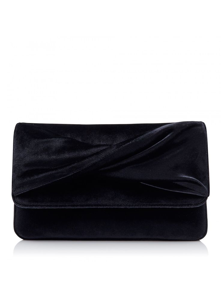 For covetable style and timeless elegance, finish your look with our velvet Elizabeth Clutch Bag. Forever New