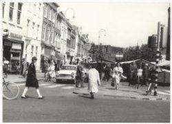 Marktkramen op de Gedempte Oude Gracht.
