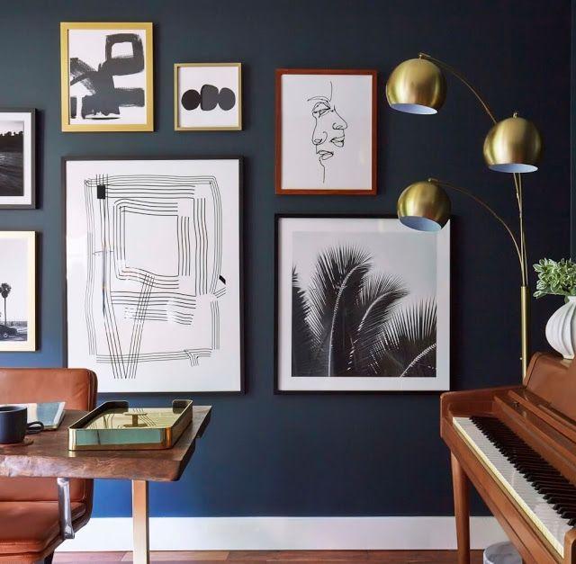 Decoração com azul marinho, branco e dourado