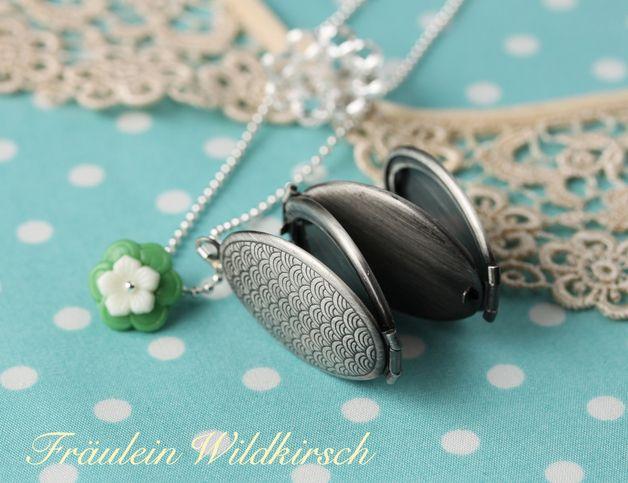 """Medaillonketten - """"Japanische-Welle"""" Medallion Kette mit vin. Blüten - ein Designerstück von Fraeulein_wildkirsch bei DaWanda"""