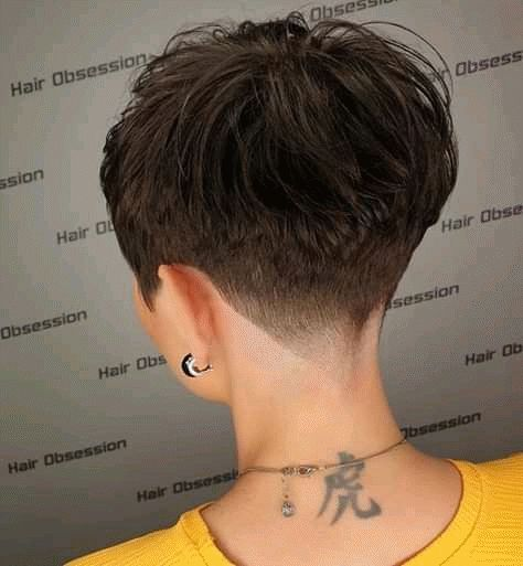 Petit lutin coupe l'année 2019-2020 - tendance coiffure #pixie #mobilier #frisuren #fris #maquillagedemariage #naturalmaquillage #ideesdemaquillage
