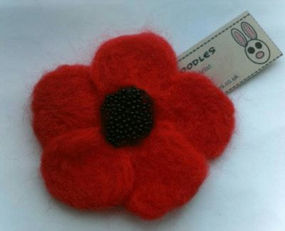 Needle felted remembrance Poppy brooch – choose colour