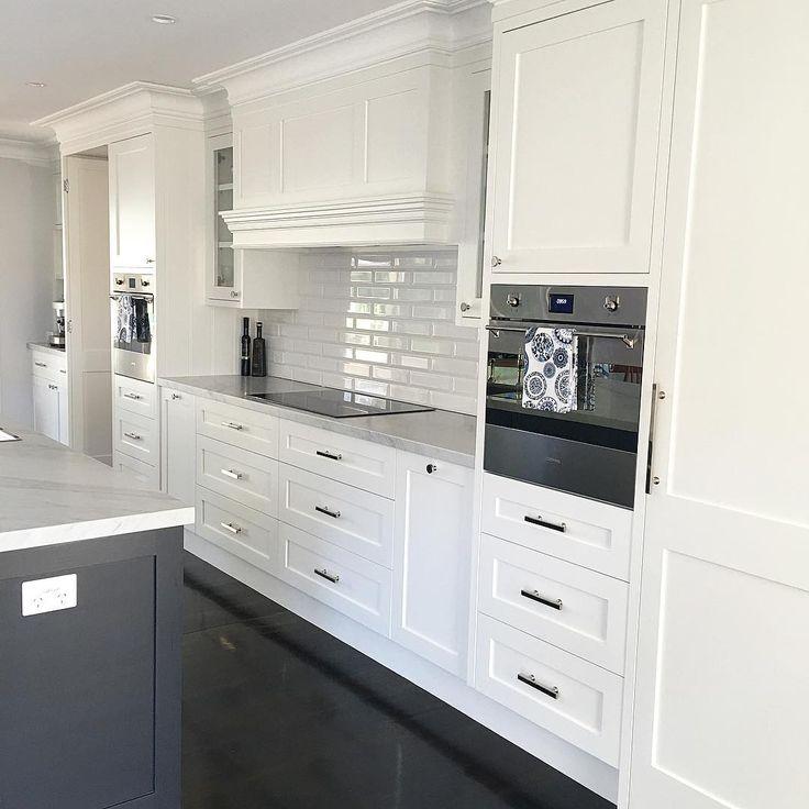 25 Best Ideas About Hamptons Kitchen On Pinterest: 48 Best Hampton Style Kitchen Range Hoods Images On Pinterest
