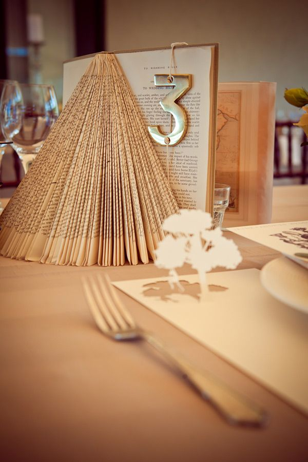 cute table numbers (and centerpiece)