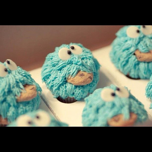 Photography by Christy Hydeck ( http://alwayschrysti.com/ ) .    Cookie Monster Cupcakes by Persnickety Cakes in Manassas, VA.: Cookie Monster, Cookies Monsters Cupcakes, Monster Cupcakes, Cupcakes Rosa-Choqu