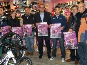 El concejal de Deportes, Alfonso Martín, ha presentado hoy el II Circuito Duatlon Cross, una competición que combina carrera y ciclismo que este año se compone de seis pruebas, una más que el año pasado, y que finalizará el 21 de septiembre con un recorrido por Toledo.