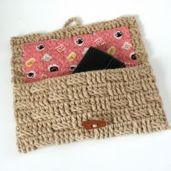 This crocheted clutch is adorable and easy to make by increasing an eyeglass case pattern. Check it out!