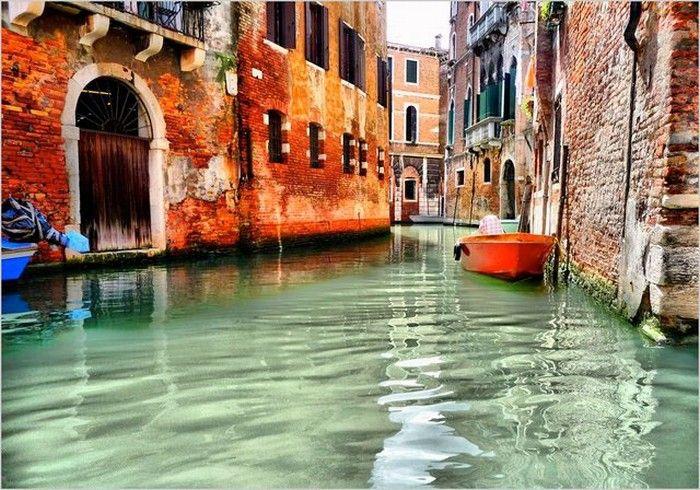 Венеция (итал. Venezia, вен. Venesia)