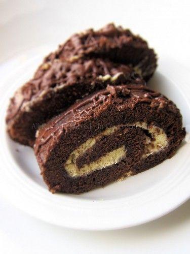 Rotolamisù, la variante al classico tirmaisù, un morbido biscotto arrotolato ripieno di crema al mascarpone