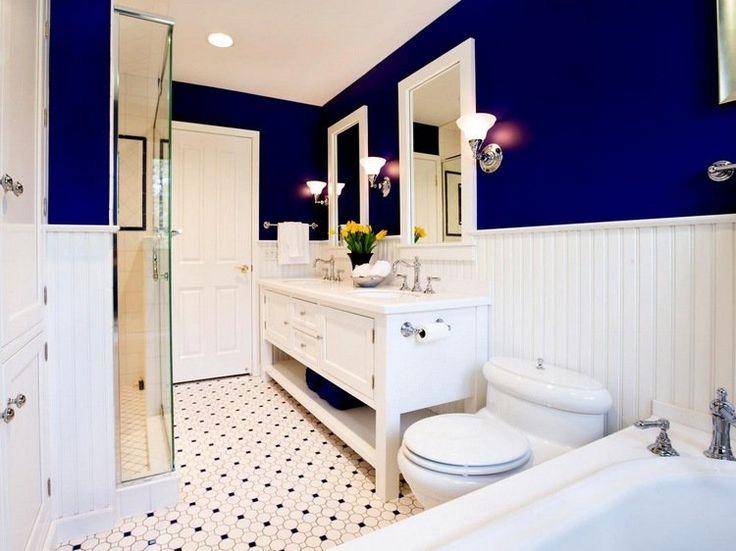 salles de bains originales- lambris blanc à mi-hauteur et peinture murale bleu marine