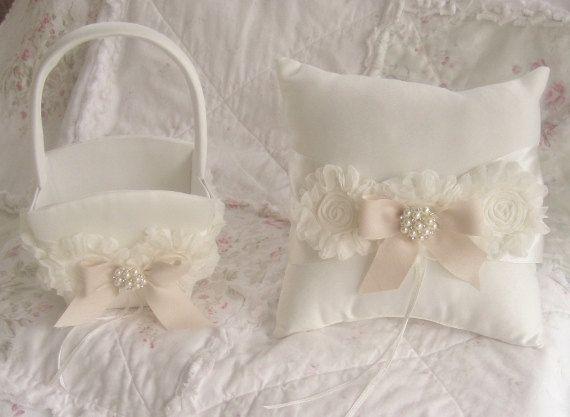 Fiore ragazza cesto anello nuziale cuscino di nanarosedesigns