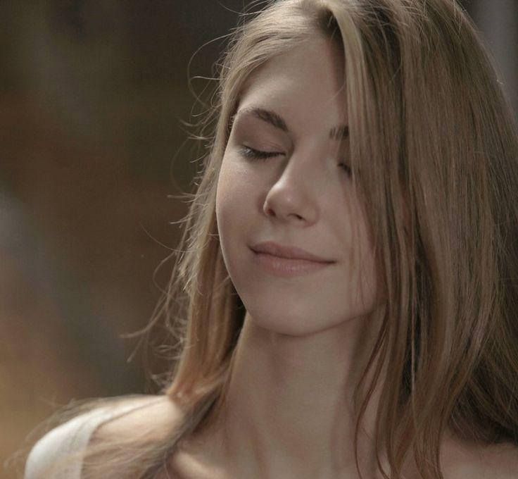 Beautiful Mugshots Thechive: Beautiful And Quality Female White Watch