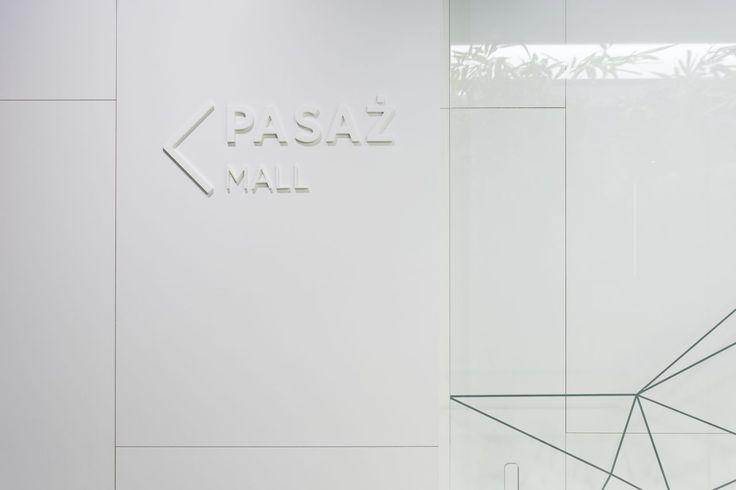 Design of the interior for public toilets and corridors in SC Złote Tarasy, stage 02. #geometric #minimal #zlotetarasy #architecture #design #interiors #art #light#white