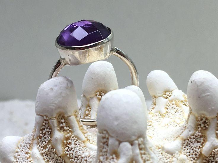 Een persoonlijke favoriet uit mijn Etsy shop https://www.etsy.com/nl/listing/525285432/sterling-zilveren-ring-met-amethist