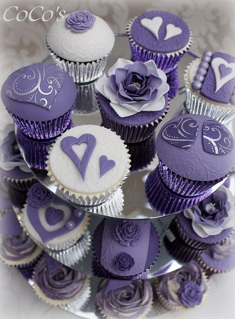 purple cupcakes AAAAAAAAAAaaaaaaa somebody make me theese..........................