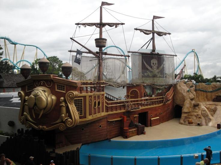 SeaWorld's Clyde and Seamore Take Pirate Island a Barrel