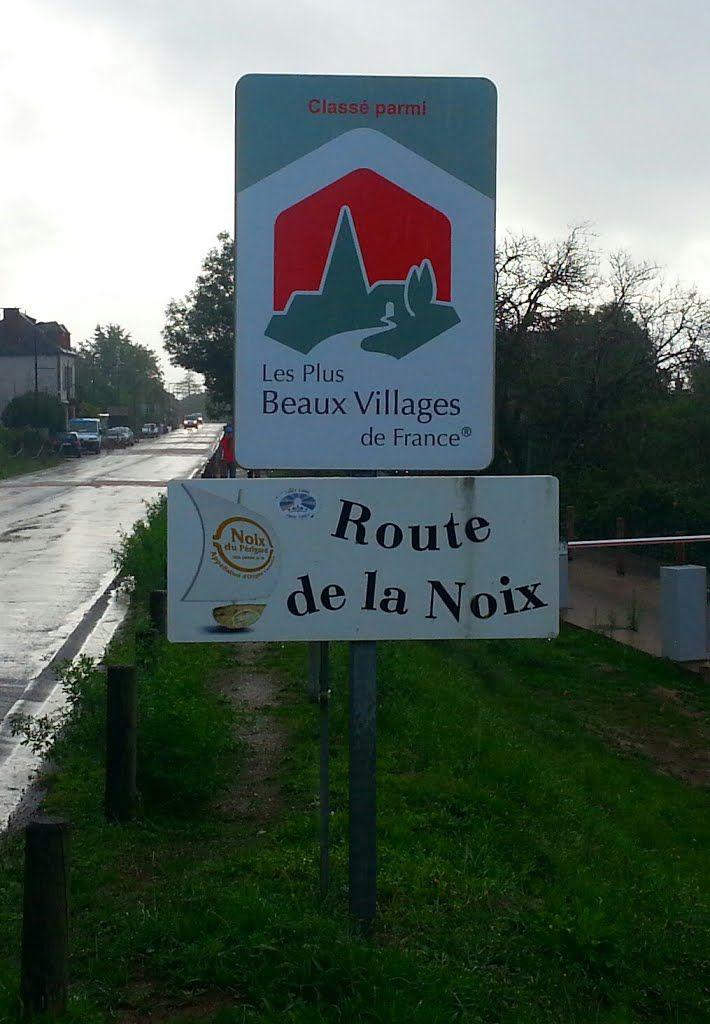 Arrivée à Collonges-la-Rouge, un des plus beaux villages de France