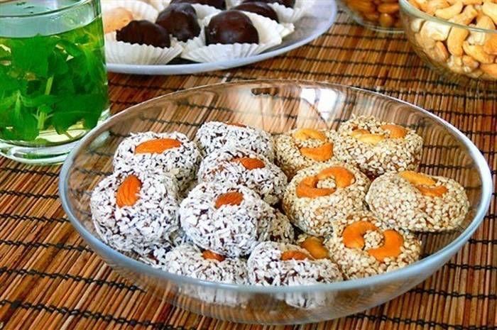 Пирожные из сухофруктов с кунжутом