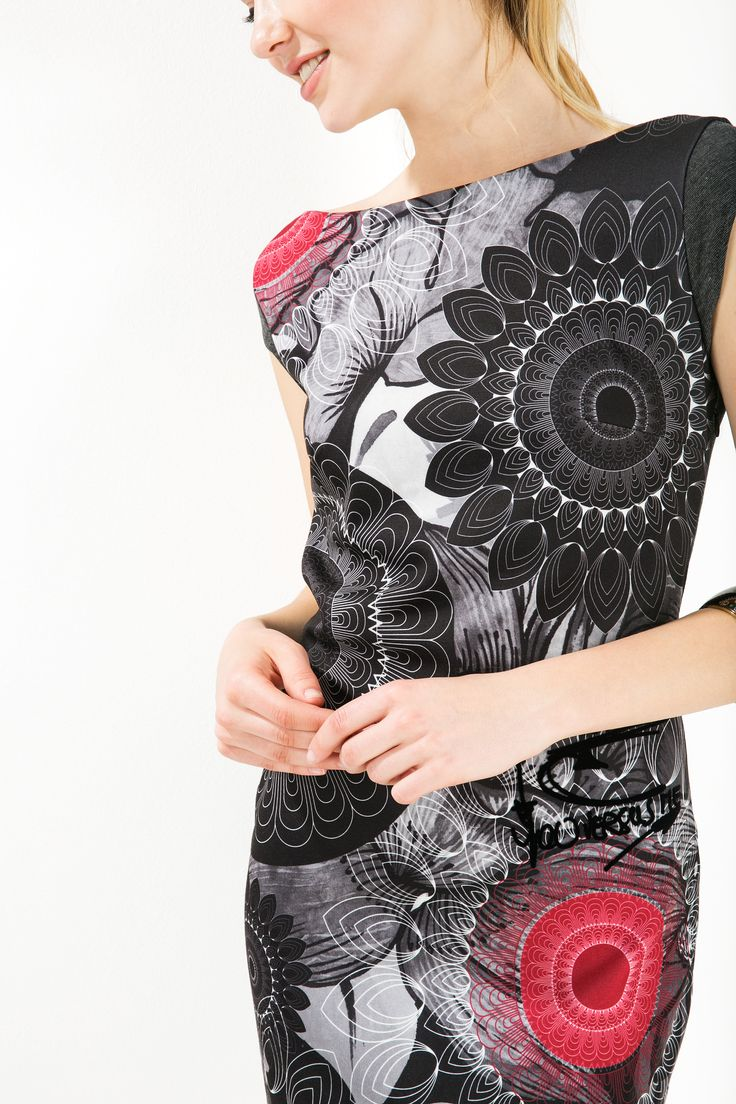 The spiral floral print details on this cute gray mini-dress will keep you inspired this winter. It's super comfortable with a flattering cute which will hug your curves and keep you smiling all season. This holiday season, do #XmasByDesigual.