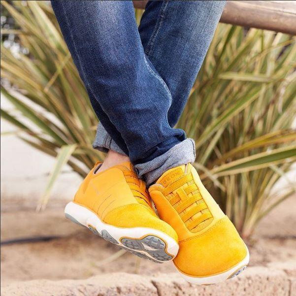 Yellow Nebula on feet