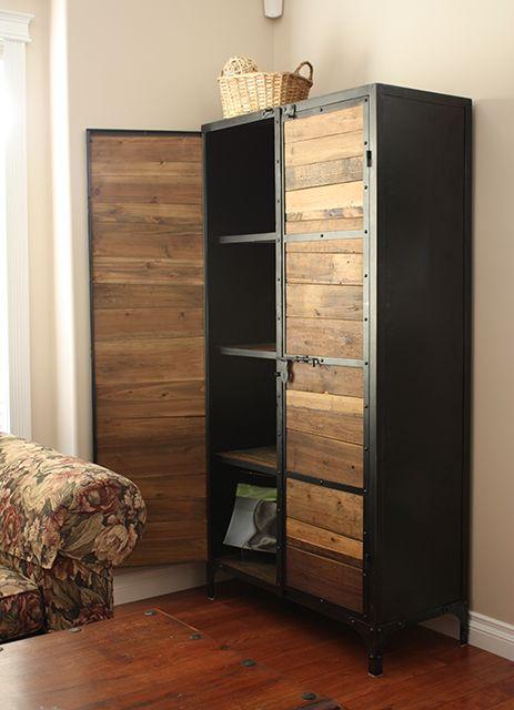 Un armario de estilo industrial, fabricado en madera reciclada y metal.