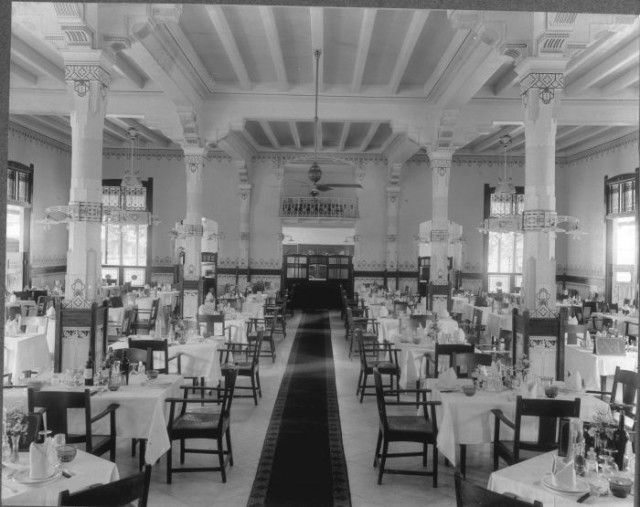 Dining room of the Hotel des Indes, Harmonie,old Batavia. At least we still can enjoy how was the design interior at this historical hotel
