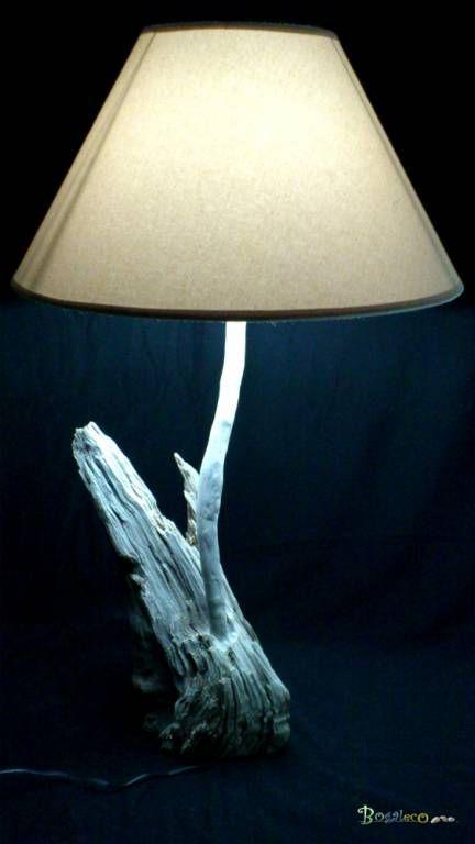 A l'arraché : Lampe sur pied en bois de pin méridional récupérée suite à une branche cassé quand un coup de vent (Mistral).  Bois: Pin du sud (Fontvieille origine - Bouches du Rhône) brut. Un fond plat a été taillé et le bois a été blanchi.  Eéclairage: Diffusion sous abat-jour. Créé avec une ampoule LED 12 volts 18 LEDs à 360 degrés. Rendu: 6000 ° K Consommation: 4.5W rendu : 35W  Dimensions: Hauteur: 82 cm Largeur: 45 cm Profondeur: 45 cm Shade Diamètre: 45 cm / 18 cm 335€
