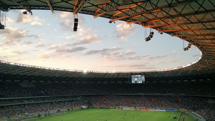 Descargar foto gratis de un estadio de fútbol > http://imagenesgratis.eu/dos-imagenes-gratis-de-un-estadio-de-futbol/