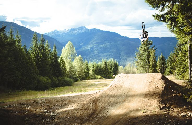 Matt Jones Across the Pond - Five Ten Video #Freeride #MTB #Freestyle #Backflip