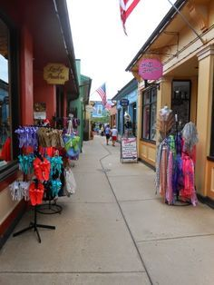 My Top 7 Things to See & Do While Visiting Cape May in New Jersey. Check out the Shopping at the Washington Street Mall in downtown Cape May. Great gift shops, clothing & jewelry boutiques, restaurants, ice cream, candy stores & more!