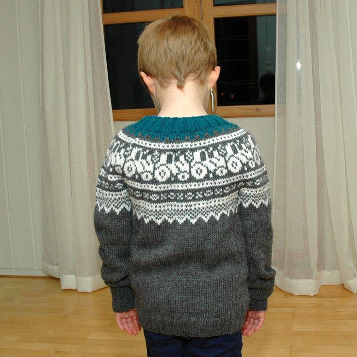 *Oppskriften skal ikke videreselges som mønster eller brukes på gensere som legges ut for salg.* Str: 116 Pinner: ru...