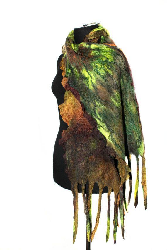 Sciarpa in feltro Nuno a mano martellata colore di FeltedPleasure