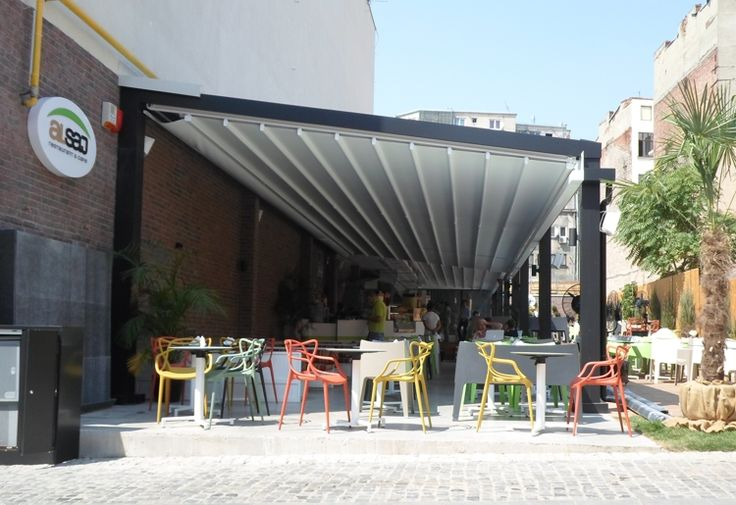 Pergole Med 85, pergole retractabile Gibus pentru terasa restaurant libanez Al Saj. Locatie Centrul Vechi, Bucuresti, Romania. Imagine ansamblu 4 pergole automatizate Somfy si corelate pe o lungime de 31 metri.
