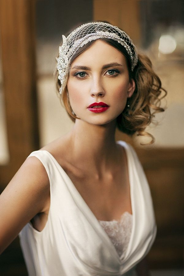 1920s Blonde Bride with Hair Piece http://vintagetearoses.com/vintage-1920s-art-deco-brides-wedding-inspiration/ #bride #gatsby #1920