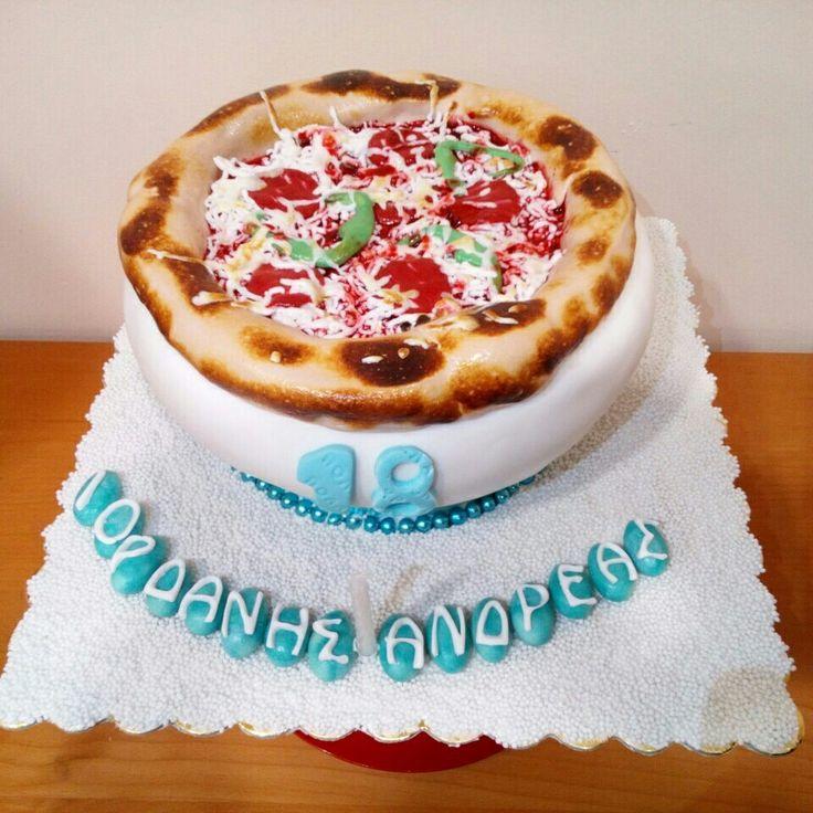 Ποιό φαγητό αρέσει περισσότερο στα 18χρονα; #pizza!!! #τούρτα_γενεθλίων  με σοκολάτα και βανίλια για τον Ιορδάνη-Ανδρέα, διακοσμημένη με μια γλυκιά πιτσα με μπόλικο τυρί και πεπερόνι. #pizza_cake #byron_dragees #κουφέτα_βύρων