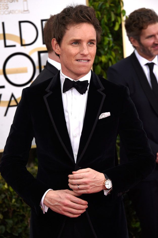 What's going on, Eddie Redmayne? | 16 Times The Guys Actually Stole The Golden Globes Red Carpet From The Ladies