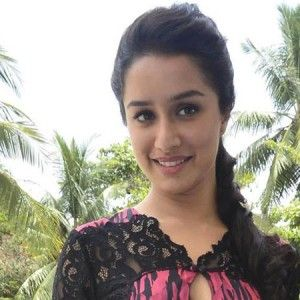 Shraddha Kapoor pictures of mobile phones 3