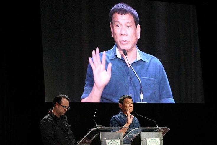 Duterte claims he was with PNoy in Zamboanga during Mamasapano clash Presidential aspirant Davao City Mayor Rodrigo Duterte has claimed that he was with President Benigno Aquino III in Zamboanga City last year during the January 25 Mamasapano incident.