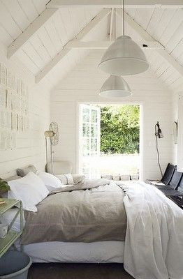 cosy bed: Beds Rooms, Bedrooms Design, Guesthous, Master Bedrooms, White Bedrooms, Guest Houses, Guest Rooms, Bedrooms Decor, White Wall