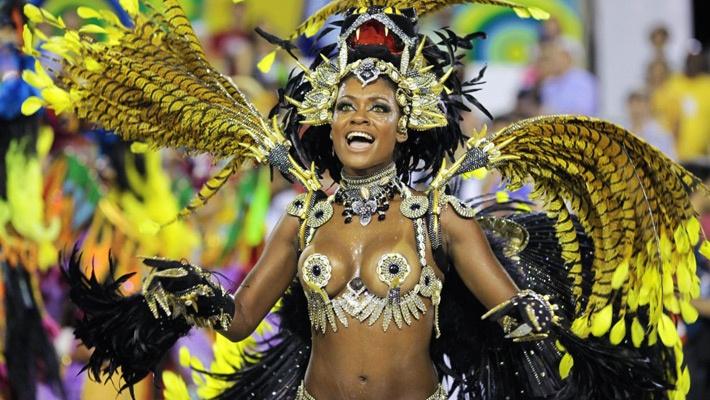 30 de poze pline de culoare de la Carnavalul din Rio 2012.  Vezi mai multe poze pe www.ghiduri-turistice.info  Source : img.ibtimes.com
