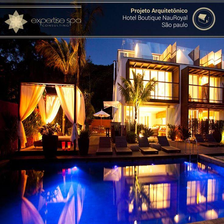 """PROJETO ARQUITETÔNICO HOTEL BOUTIQUE NAUROYAL  A simplicidade da atmosfera praiana e contemporânea e a sustentabilidade somada ao requinte de um hotel boutique são atributos do Hotel Boutique NauRoyal, na Praia de Camburi, em São Sebastião, São Paulo. """"Além de linhas arquitetônicas simples, a edificação tira partido da paisagem natural por meio de cores claras, leveza estrutural e soluções sustentáveis"""", reforça o arquiteto Sérgio Coelho, do GCP Arquitetos."""