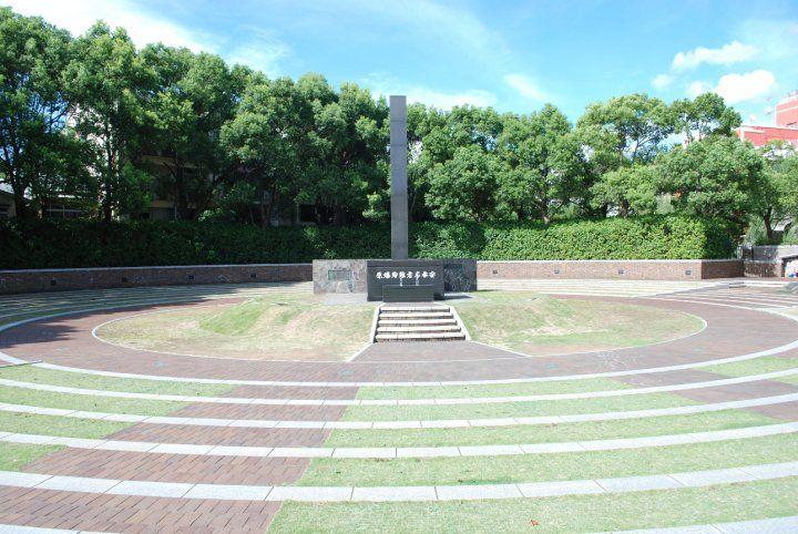 essay on hiroshima by f.raphael