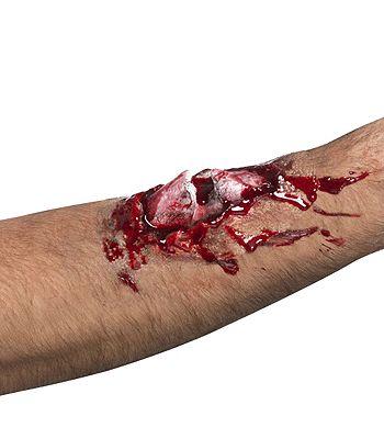 Dit bloederige gebroken nep bot is net echt. Plak dit op je arm of been en mensen zullen denken dat je bot uit je arm steekt. Materiaal: latex.